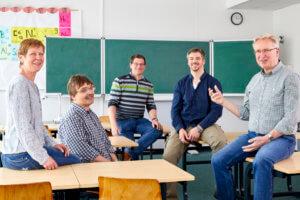KIN Fachschullehrer in klassischem Klassenraum