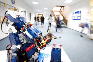 KIN Fachschule Flur und LEGO Mindstorm